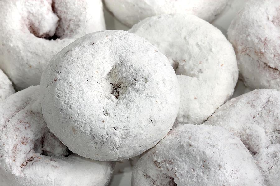 white-powdered-sugar-donuts